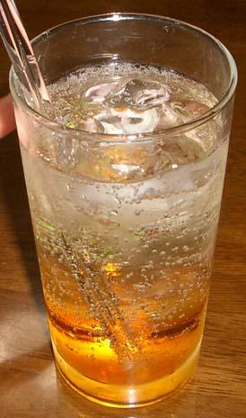 橙の液体が沈んでいる