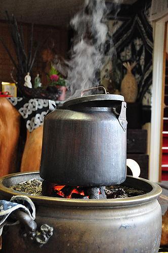 天川荘ではお茶が沸いていた。