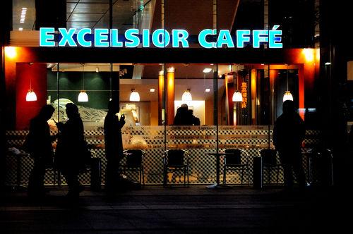 今日の一枚「カフェの人々」